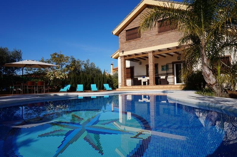 Luxury villa with heated pool Alh.el Grande MALAGA, holiday rental in Alhaurin el Grande
