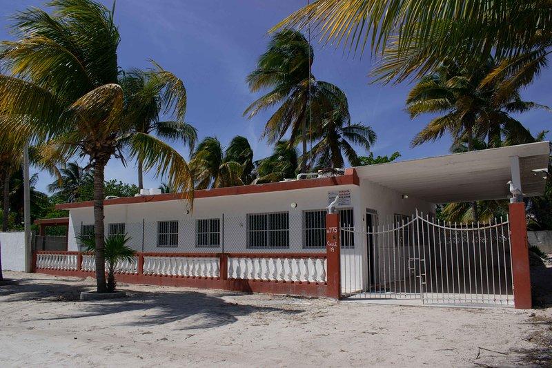Cómoda y amplia casa de Verano en Chelem, holiday rental in Sisal
