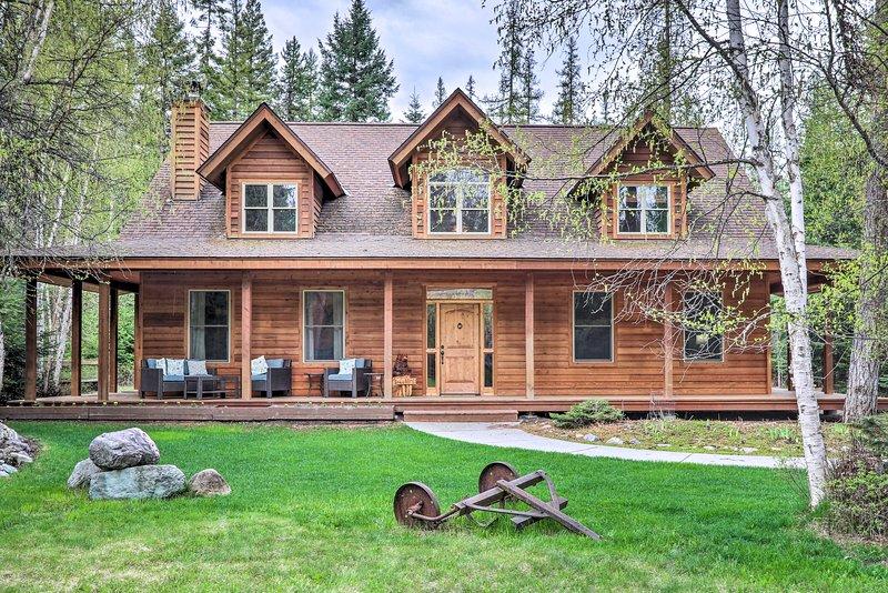 Enchanting Glacier Park Getaway by Flathead Lake!, holiday rental in Woods Bay