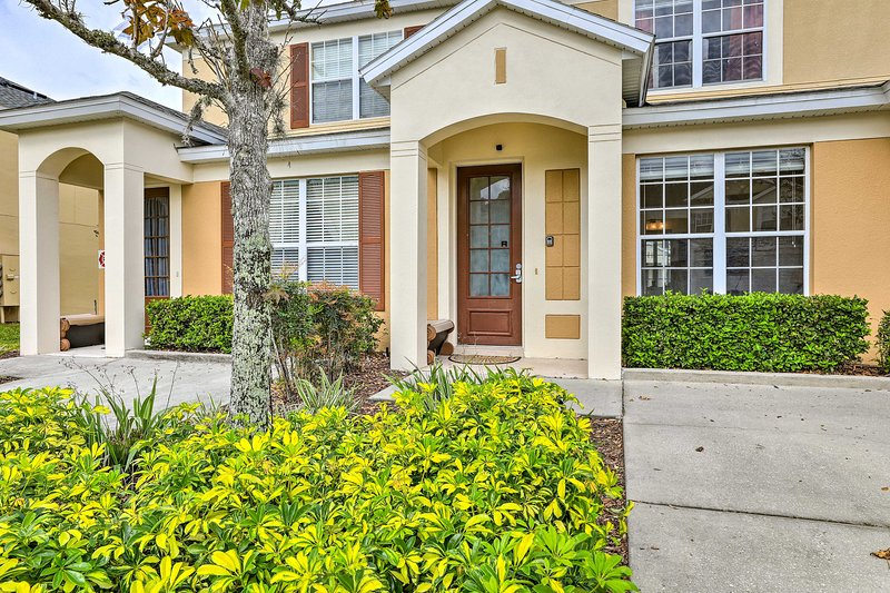 Come to Kissimmee and stay in this townhouse for a Disney-themed retreat!