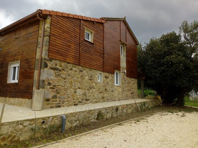 House - 5 Bedrooms with Pool and WiFi - 108497, location de vacances à A Estrada