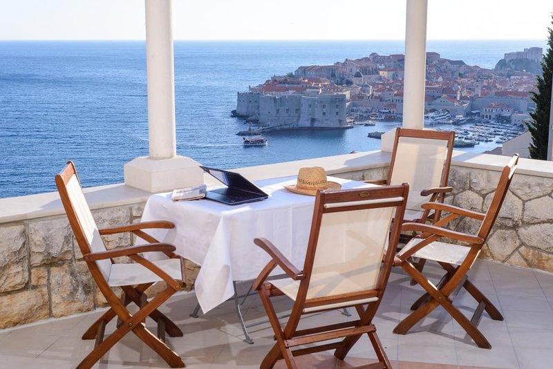 Ploce Apartments-Ševelj- Comfort Studio with Sea View, holiday rental in Sumet