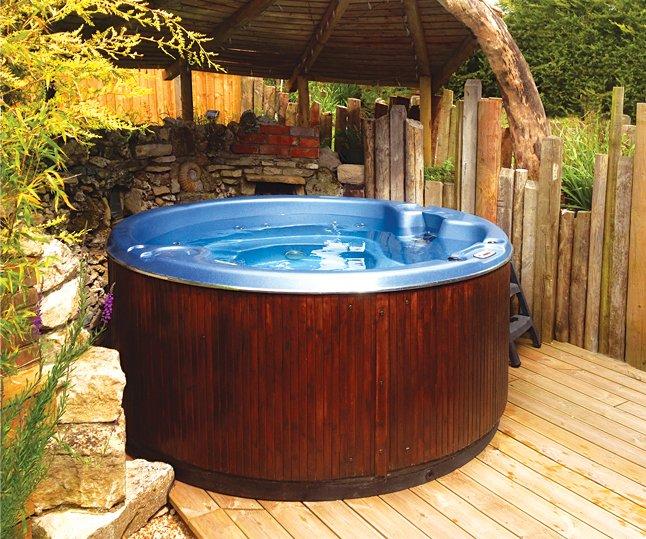 Outdoor Hot -Tub