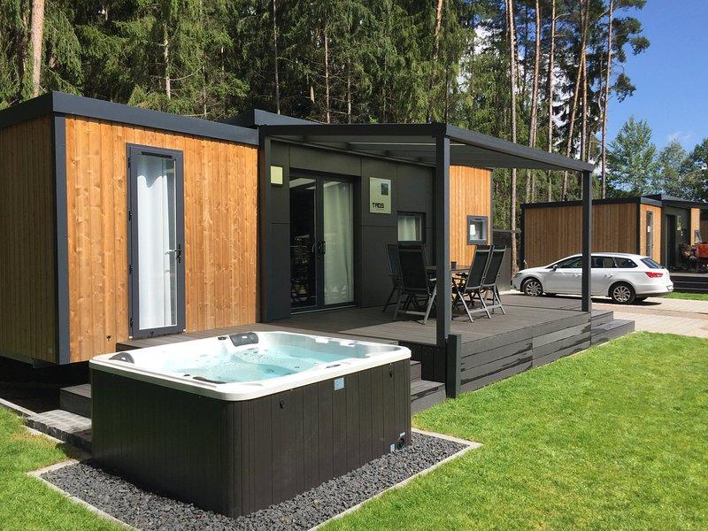 Luxuriöses Mobilheim am See mit Whirlpool (WA101), holiday rental in Zeitlarn