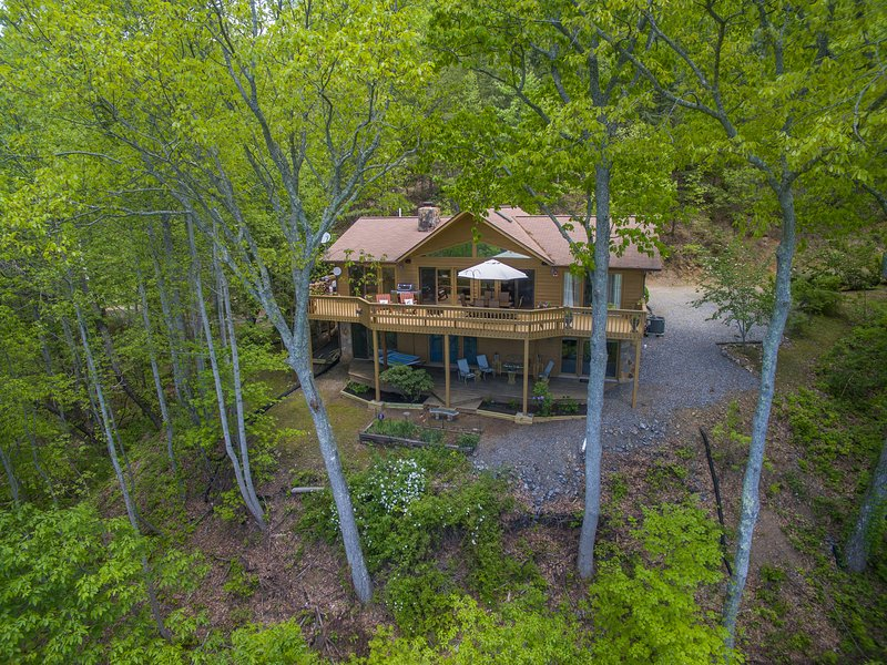 Eagles Nest Hideaway - Luxury Cabin, Spectacular Views, Hot Tub, Total Privacy – semesterbostad i North Carolina Mountains