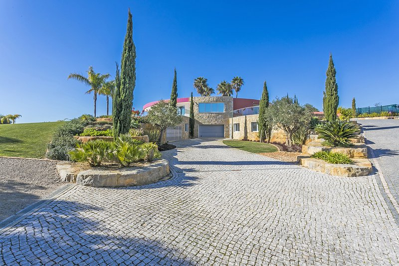 A superb villa perfect for a very large family or group, holiday rental in Vale do Garrao