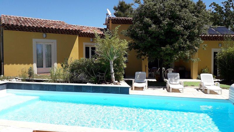 LA VILLA PROVENCALE, une suite  de 2 chambres et Salle-de bain privée, location de vacances à Lorgues
