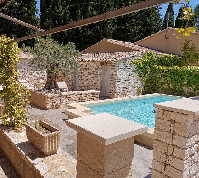 PROMOTION JUIN- Gîte tout confort avec terrasse et jardinet - Piscine partagée, vacation rental in Goudargues
