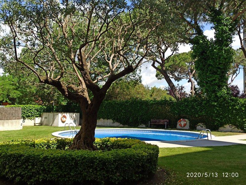 Apartamento dúplex con piscina a 250 metro de la playa, location de vacances à Blanes
