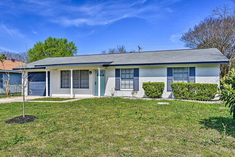 NEW! San Antonio Family Home - 9 Miles to Downtown, holiday rental in Schertz