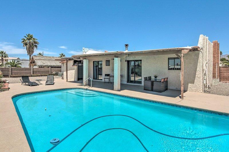 Updated Adobe Havasu Home < 6 Mi to London Bridge!, holiday rental in Lake Havasu City