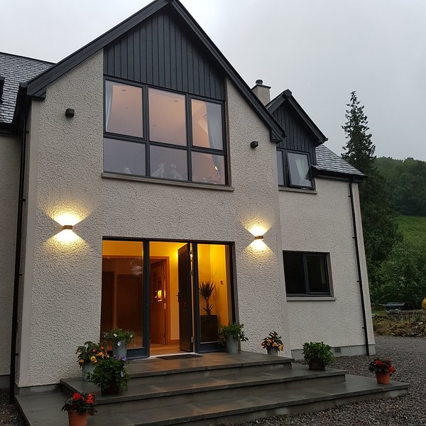 KILMICHAEL LODGE LOCHNESS - PERFECT BASE TO EXPLORE THE HIGHLANDS, holiday rental in Abriachan
