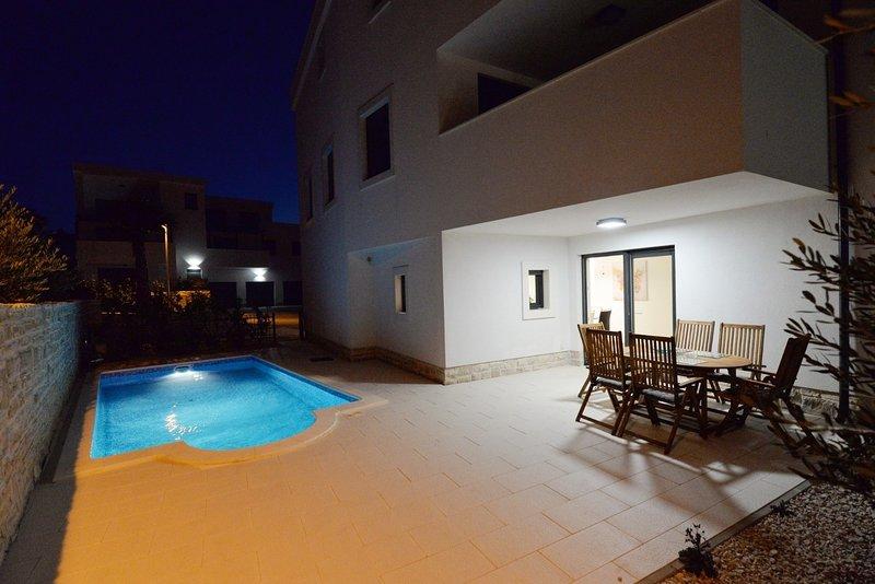 Nata - free parking  A1(4+2) - Murter, holiday rental in Betina