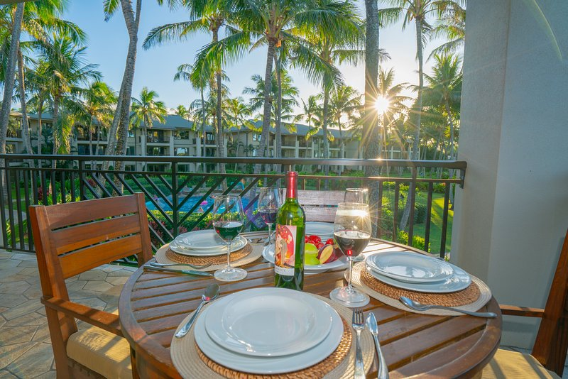 Stunning Corner Unit 3BD OCEAN VILLA w/Ocean Views From All Rooms!, holiday rental in Kawela Bay
