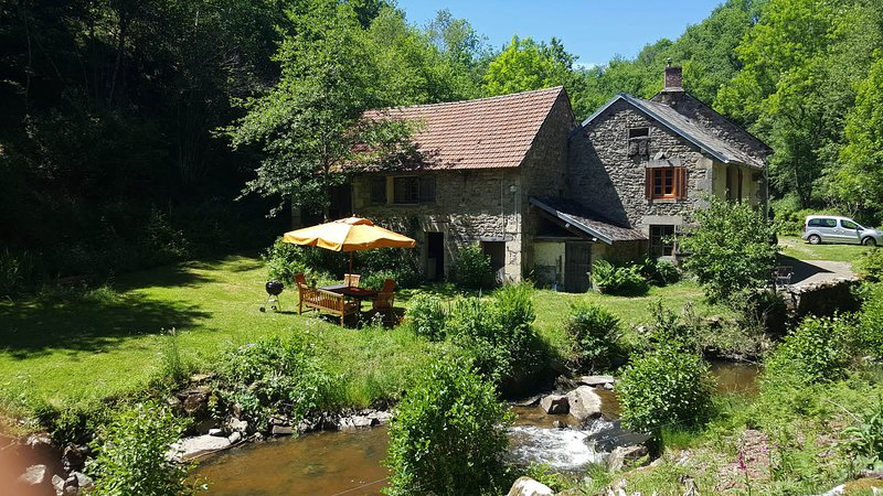 Watermill Moulin de Laval, vacation rental in Chapdes-Beaufort