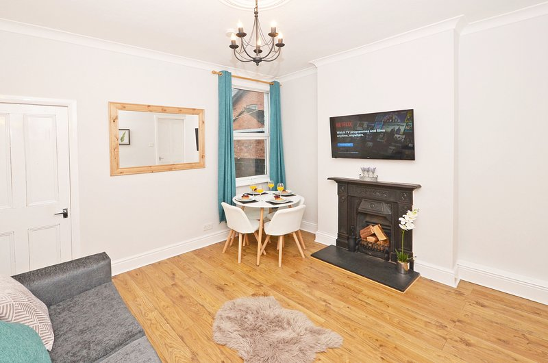 ⭐️ We're Open! Venture House - Perfect for Alton Towers! ⭐️, holiday rental in Burslem
