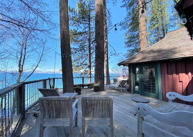 A part of Tahoe History, Original Lake Front Red Cabin (ZC1298), aluguéis de temporada em Glenbrook