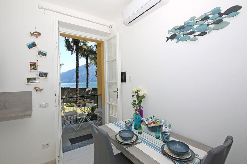Appartamento direttamente a lago indipendente con spiaggia e parcheggio privati, holiday rental in Magreglio