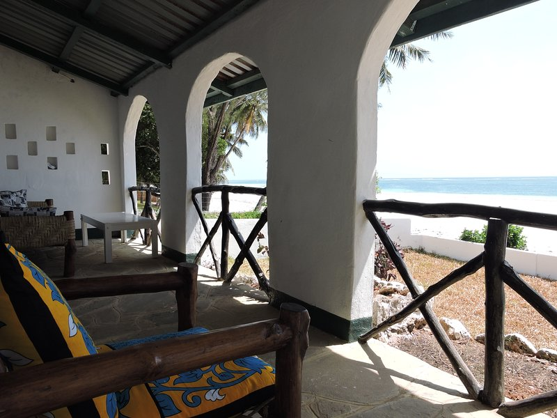B7 3 bedroom sea facing cottage, holiday rental in Msambweni