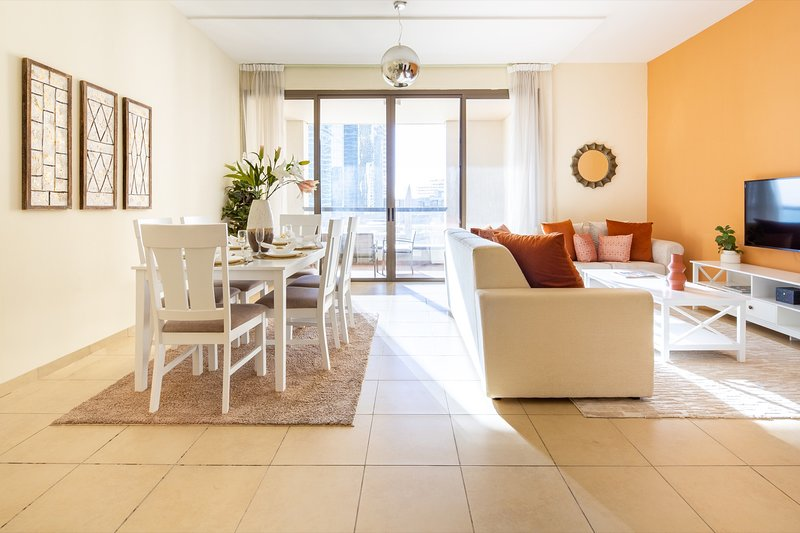Spacious 2BR in JBR - Gorgeous Sea Views!, alquiler de vacaciones en Jebel Ali