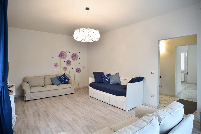 Appartamento indipendente con parcheggio privato, vacation rental in Moniga del Garda