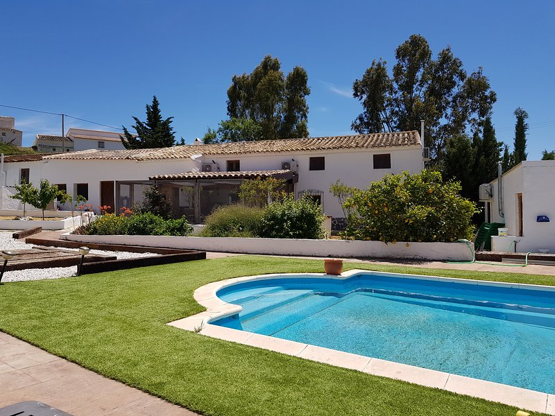 5 Bedroom, Self Catering Converted Spanish Farmhouse in Peaceful, Tranquil Area, holiday rental in Velez Blanco
