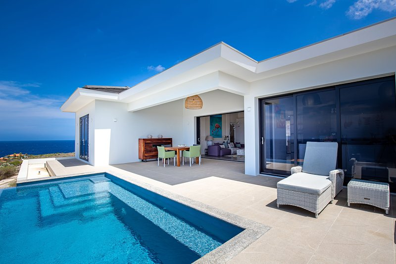 270° Ocean View from Private Infinity Pool - Colourful & Modern Villa, vacation rental in Dorp Sint Michiel