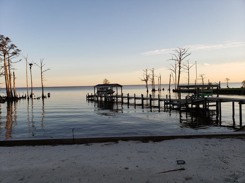 Edgewater, a mini-resort on the Albemarle Sound (Room rentals, In Home Hosts), vacation rental in Edenton