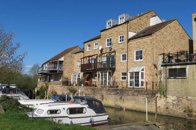 River Courtyard Apartment In The Heart Of Stneots, holiday rental in Renhold