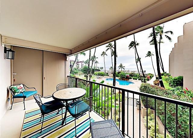 Ocean-View Gem w/ Lanai, Pool & New Furnishings - Walk to Swimming Beach, holiday rental in Lahaina