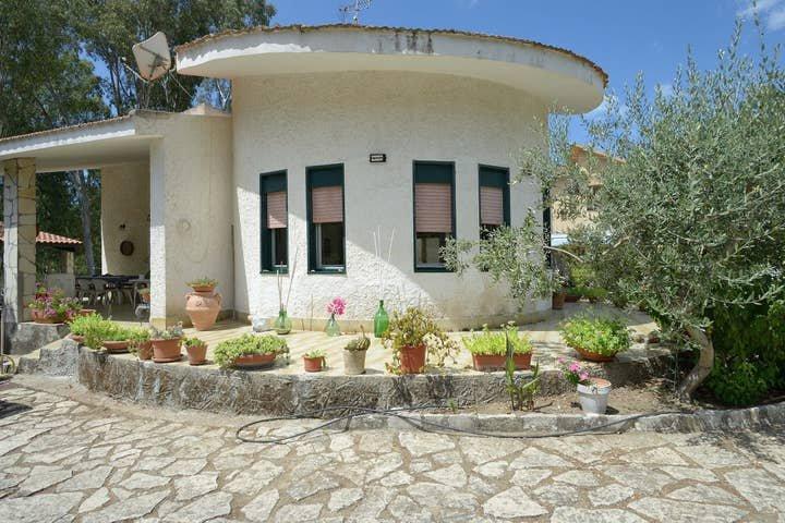 Villa Eracle 100 metri dal mare, holiday rental in Eraclea Minoa