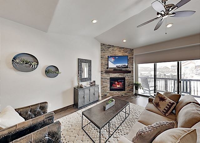 Spacious New-Build w/ Hot Tub - Minutes from Park City Lifts & Main Street, holiday rental in Peoa