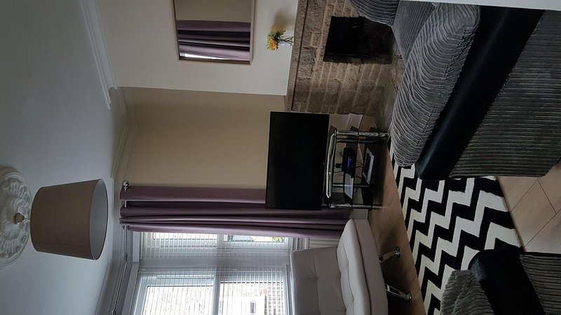 Windsor centre 3 bed terrace house sleep 6, holiday rental in Windsor