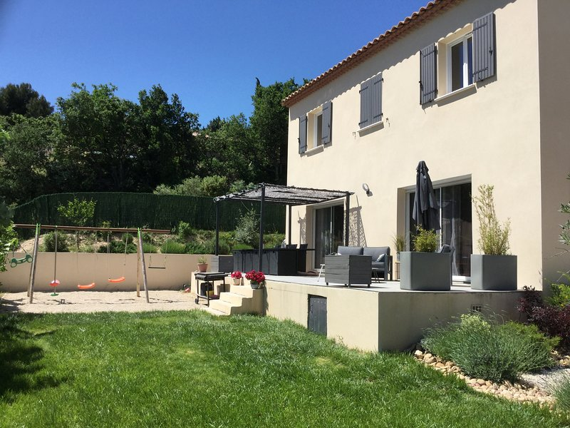 LS6-341 AUSSADO - Beautiful rental near Avignon with private pool, 8 sleeps, holiday rental in Caumont-sur-Durance
