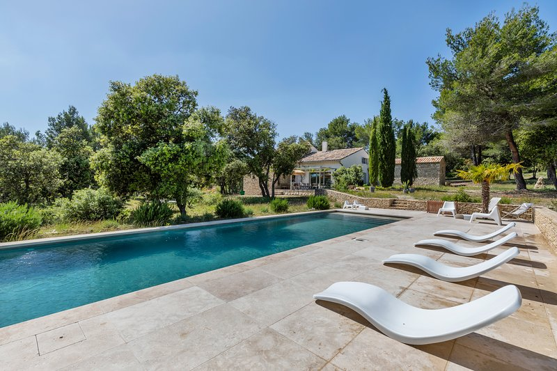 Amazing villa with swimming-pool, vacation rental in L'Isle-sur-la-Sorgue