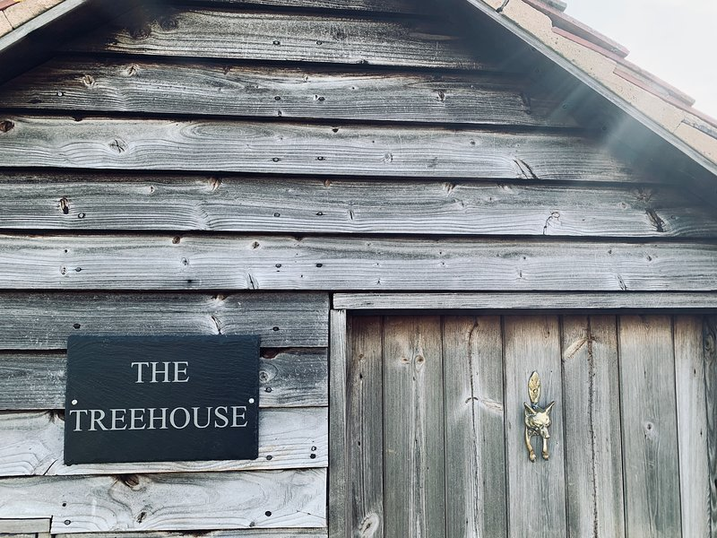 The Treehouse at Humblebee Hall, holiday rental in North Piddle