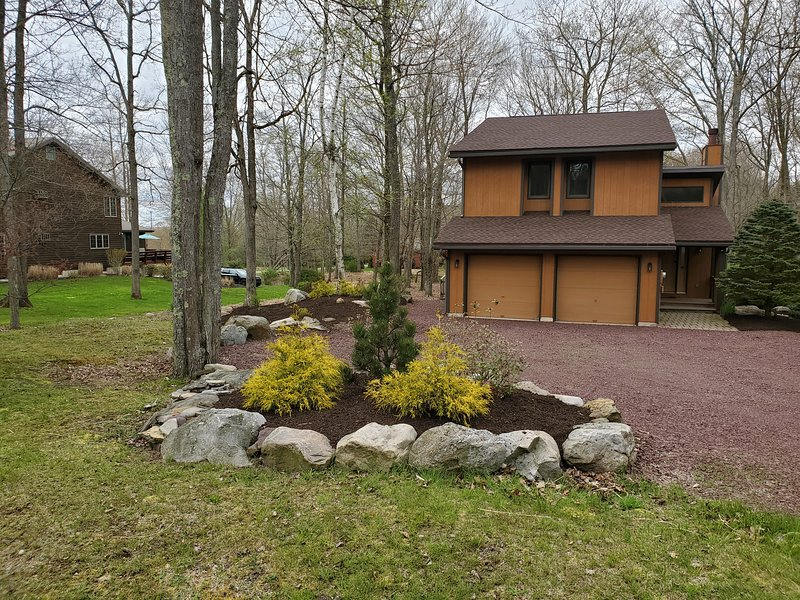 Golfers haven. Situated in a golf community in Lake Harmony.