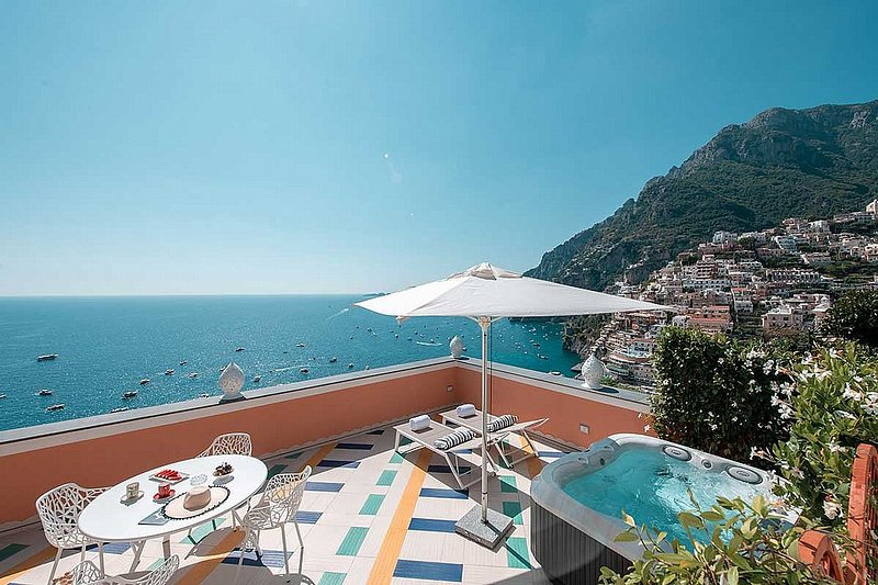 Positano Holiday Home Sleeps 4 with Pool Air Con and WiFi - 5838265, holiday rental in Montepertuso