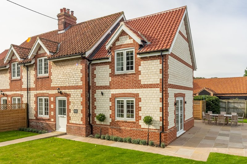2 Hall Lane Cottages, holiday rental in Thornham