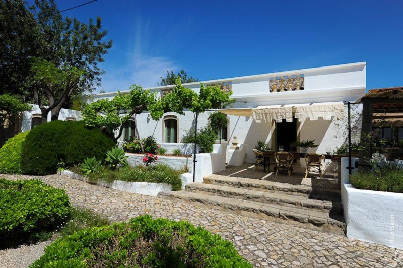 Sustainable Traditional Family Farm with Pool, holiday rental in Tavira