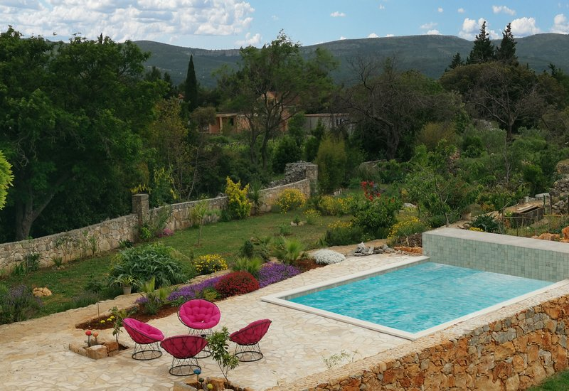 Mai's Cottage With Garden and Pool - A Peaceful Place On The Busy Island, vacation rental in Stari Grad