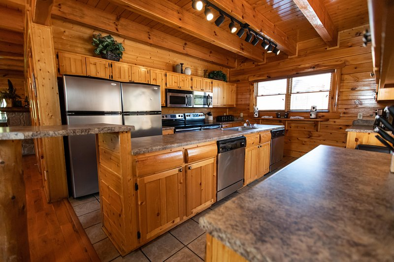 Black Bear Lodge Double Kitchen Game Room And Hot Tub Updated 2021 Tripadvisor Pigeon Forge Vacation Rental
