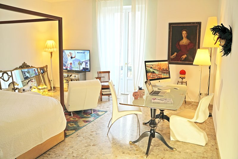 27sqm Master Room with an ancient painting, ca 4m high ceiling and a super king ecologic canopy bed