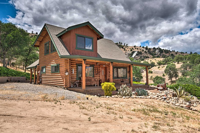 Secluded Cabin in Sequoia National Forest: 3 Acres, alquiler vacacional en Posey