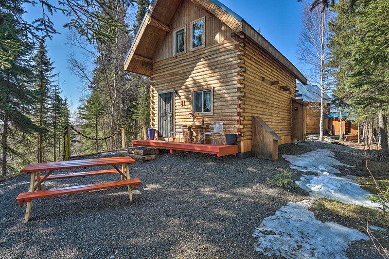 NEW! Rustic Sterling Cabin w/ Kenai River Views!, aluguéis de temporada em Sterling