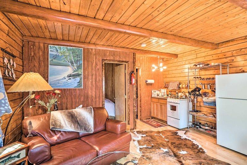 NEW! Cozy Kenai Riverfront Cabin: Fishing Paradise, aluguéis de temporada em Sterling