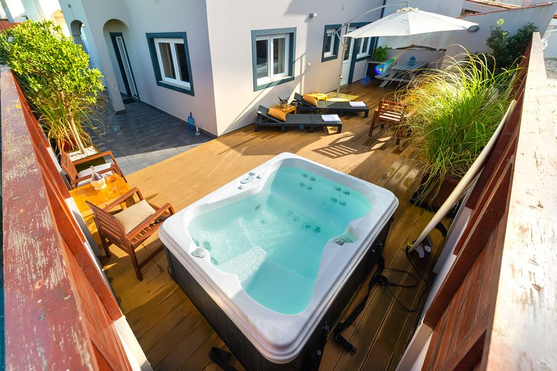 Jacuzzi & Garden & Privacy & Fast wifi - Surf Atlantic, holiday rental in Baleal