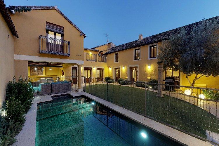 Villa Cornelius. Casa Rural completa para grupos 5 Estrellas Verdes. Lujo Rural, alquiler vacacional en Provincia de Toledo