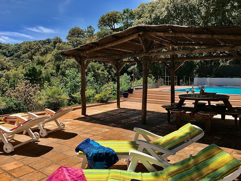 Beautiful house with shared pool, holiday rental in Benarraba