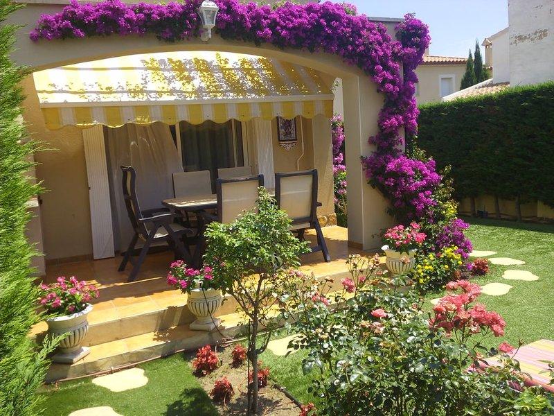 CASA  CON  BONITO  JARDÍN de 150 m2 y wifi (Miami Platja), vacation rental in Masriudoms